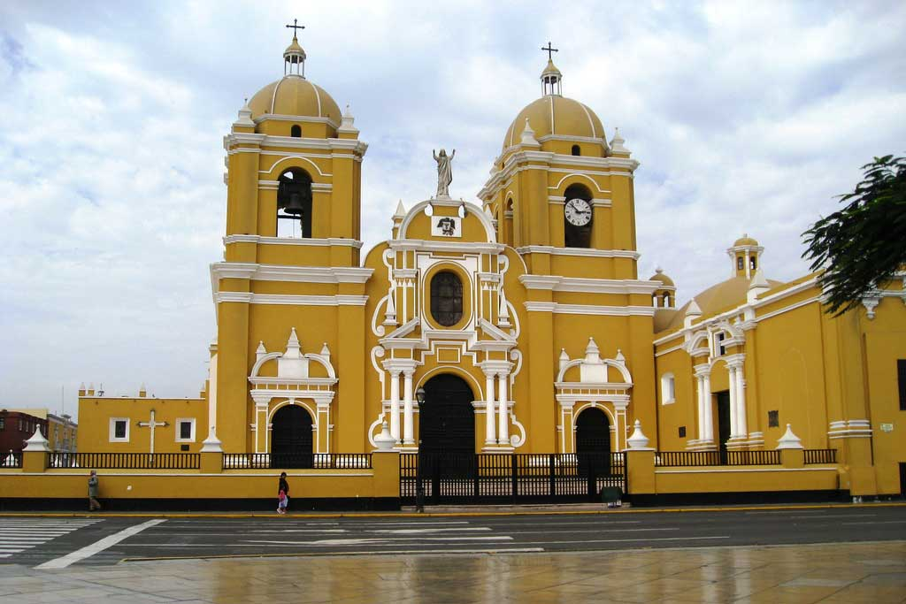 Volunteer in Trujillo Peru